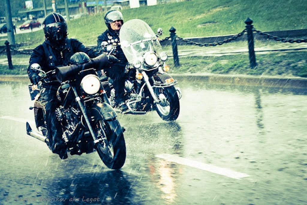 Как ездить на мотоцикле под дожем, советы компании Мото Сибирь в Новосибирске